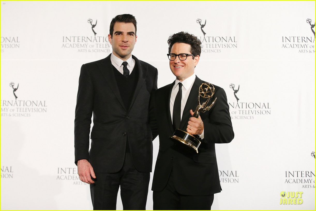 zachary quinto honors jj abrams at international emmys 143000448