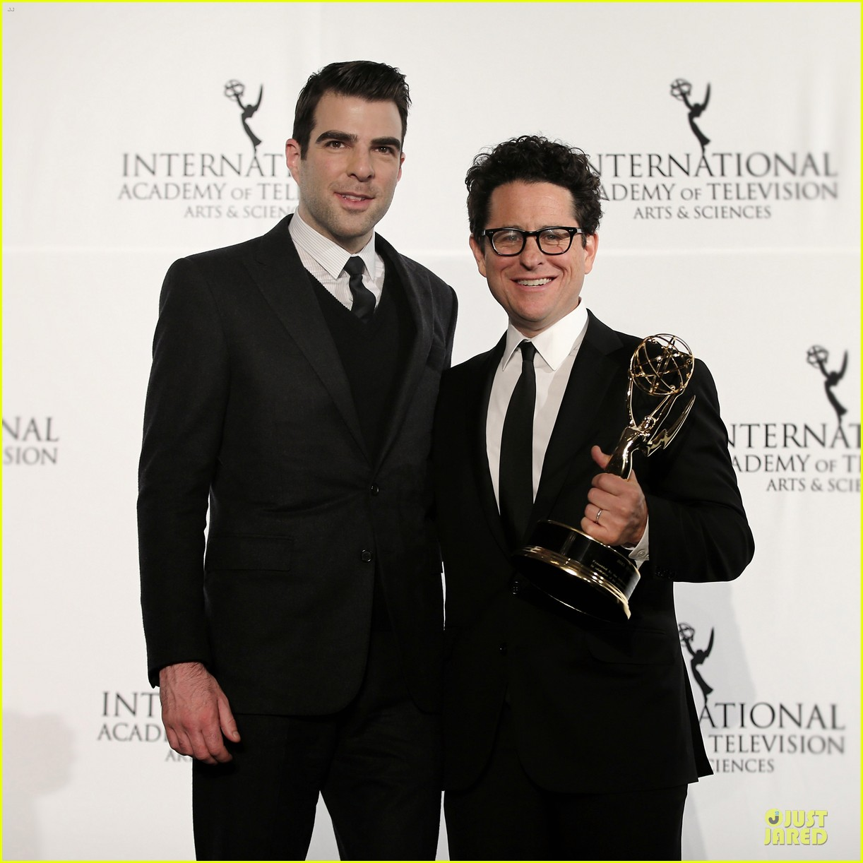 zachary quinto honors jj abrams at international emmys 163000450