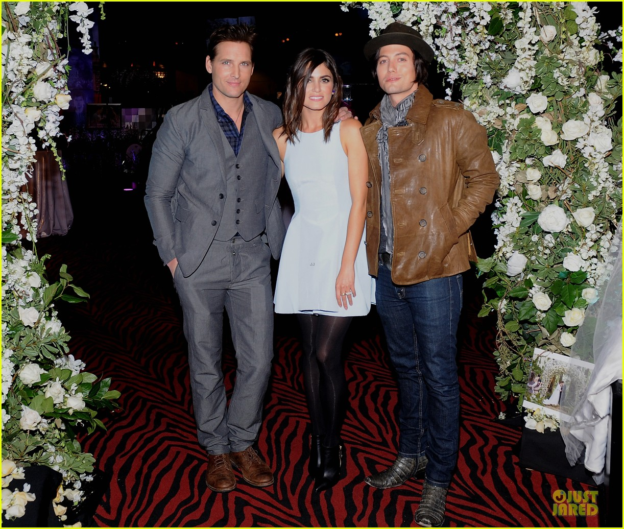 nikki reed peter facinelli twilight experience exhibit launch 012986208