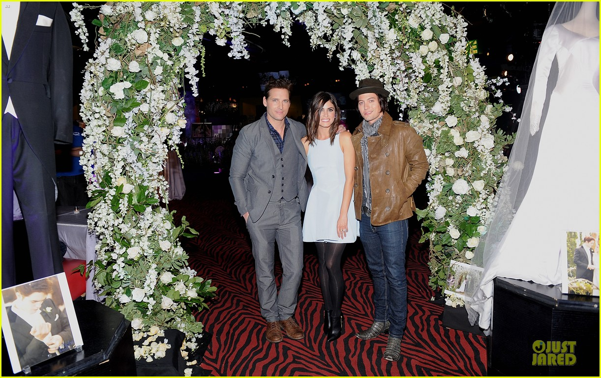 nikki reed peter facinelli twilight experience exhibit launch 10