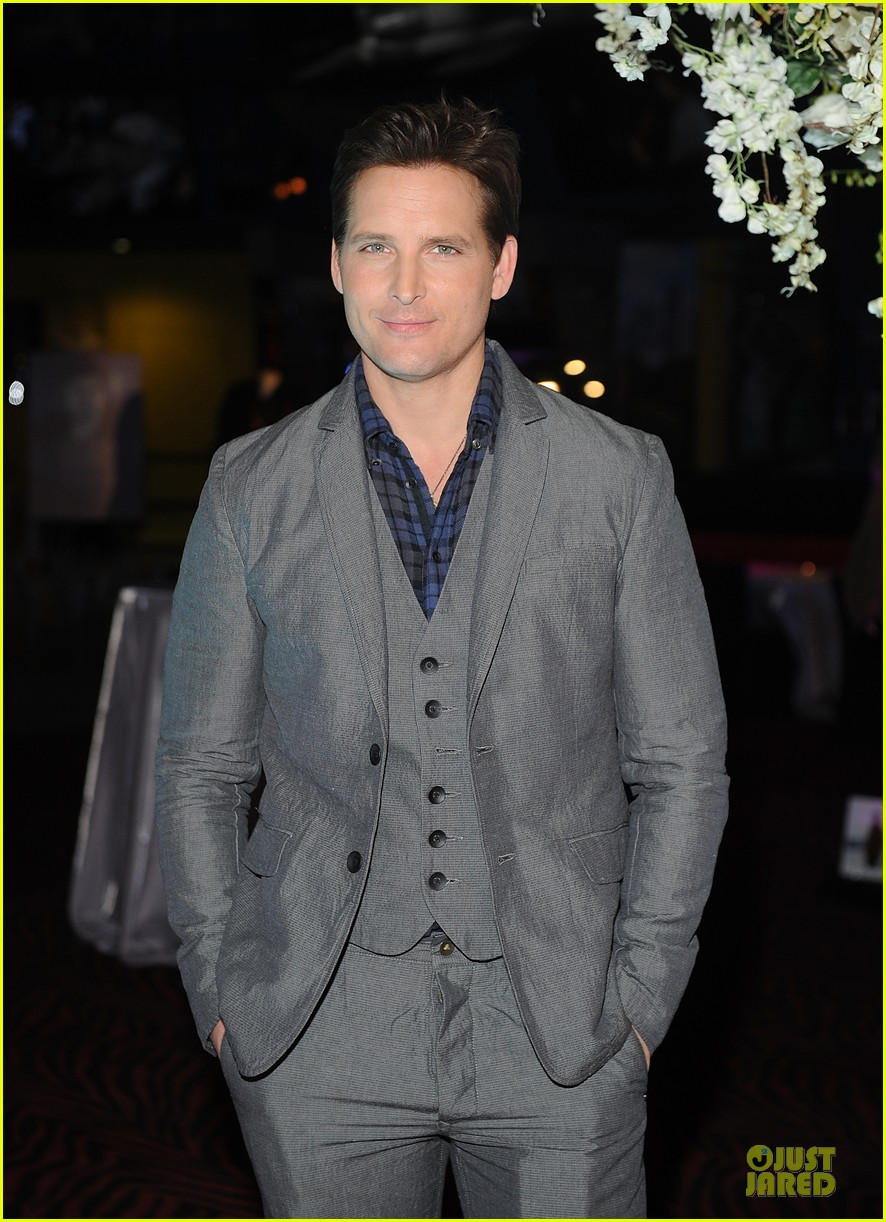 nikki reed peter facinelli twilight experience exhibit launch 122986219