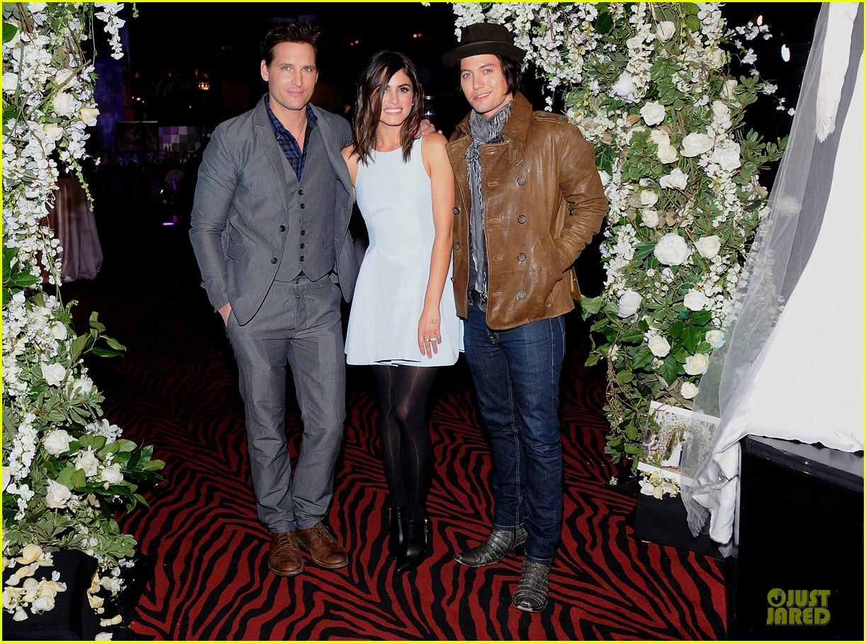 nikki reed peter facinelli twilight experience exhibit launch 192986226