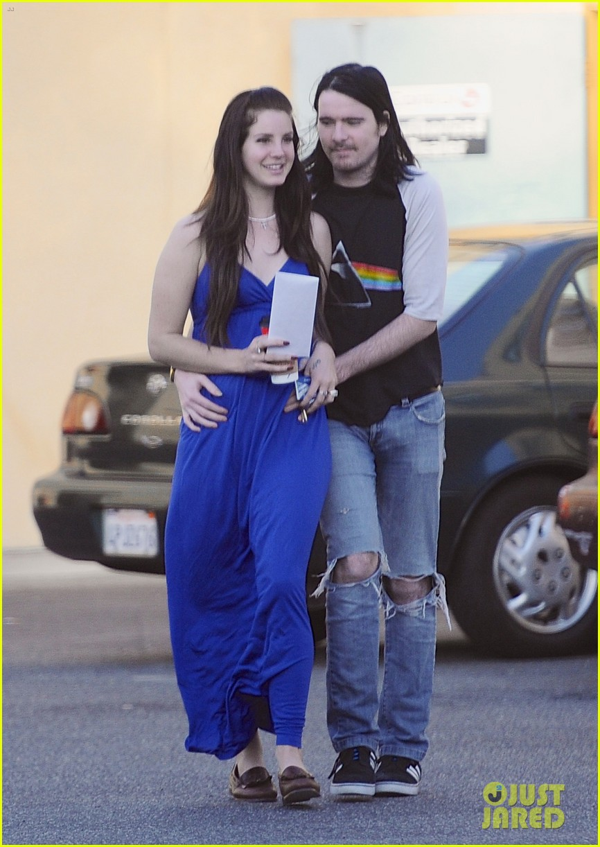 lana del rey barrie james oneil affectionate shopping trip 053001066