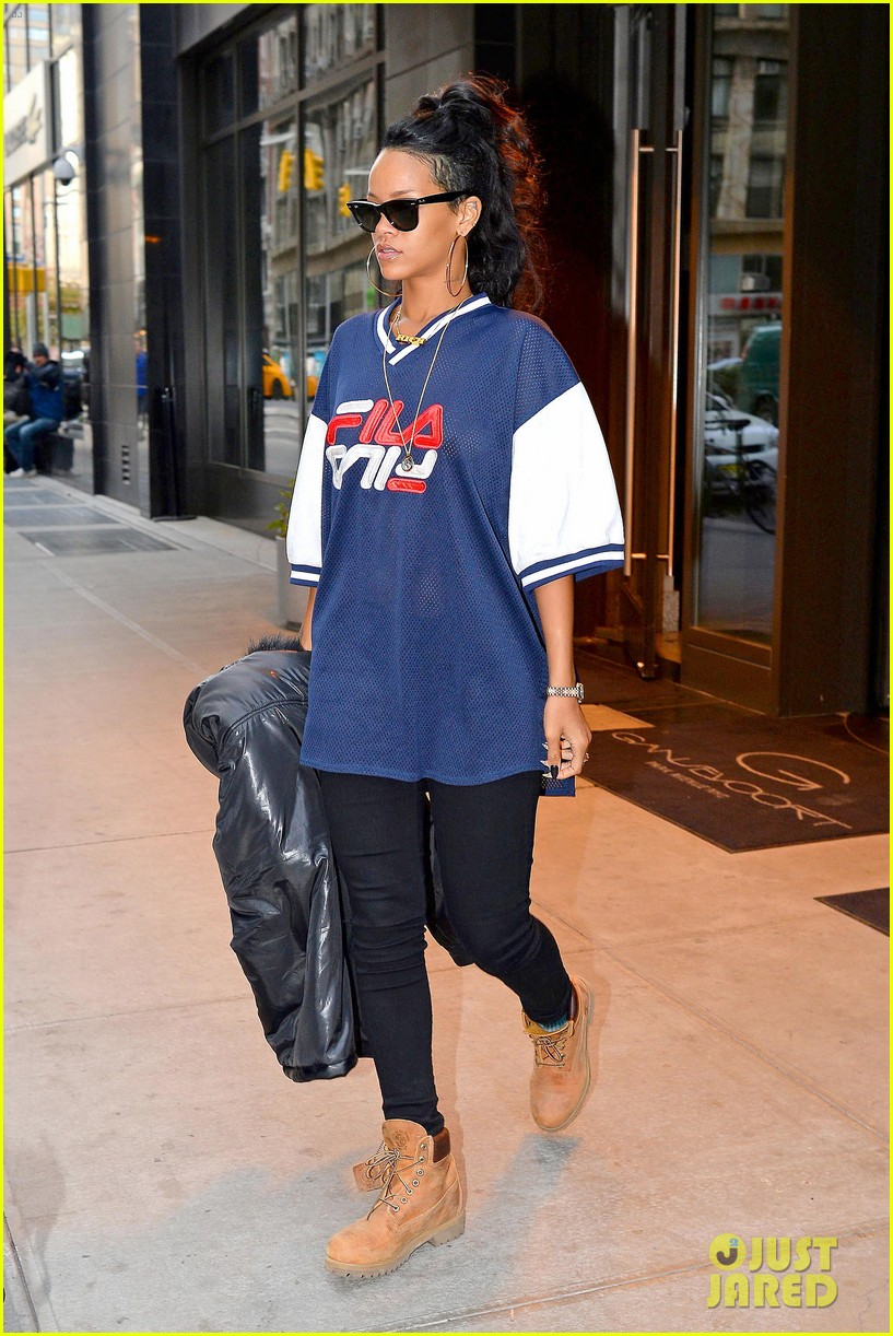 rihanna pray for the people of the philippines 032989133