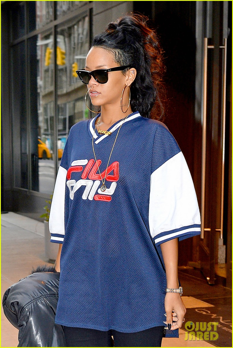 rihanna pray for the people of the philippines 092989139