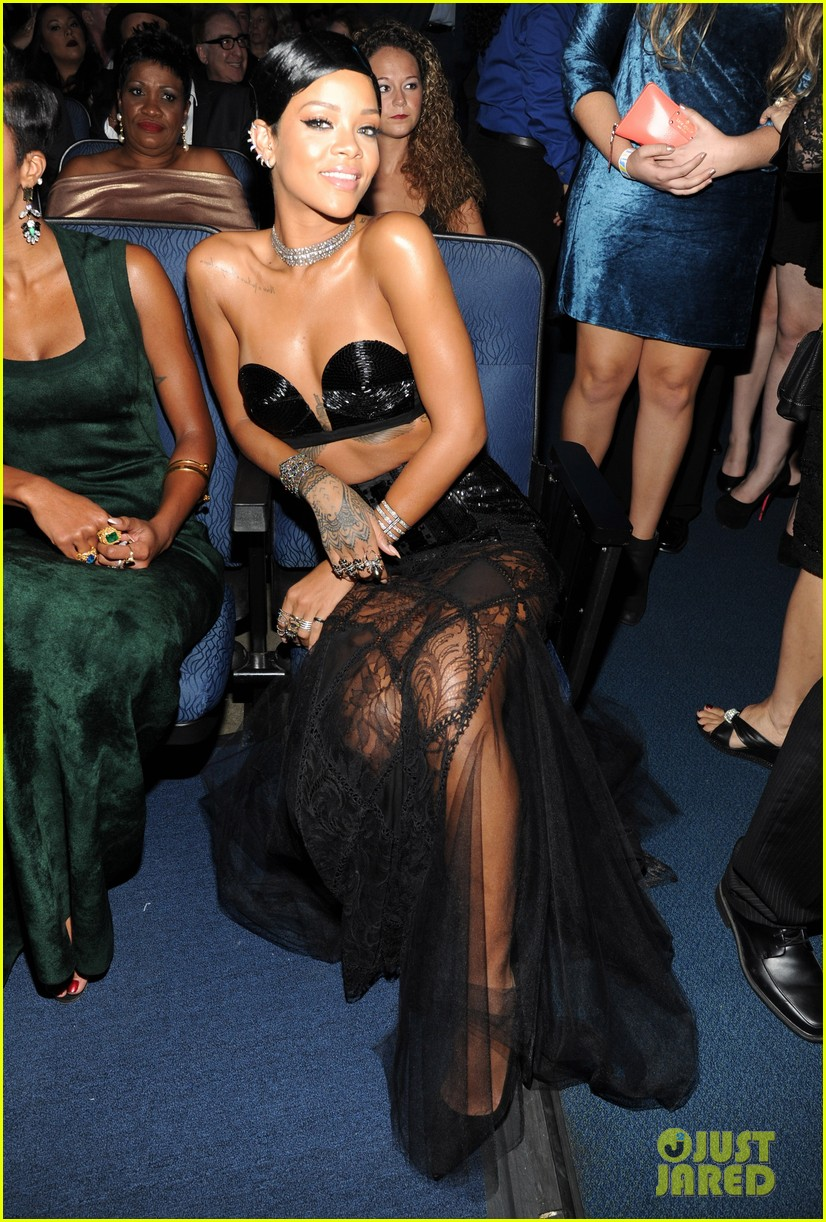 rihanna amas 2013 backstage appearance after win 042999452