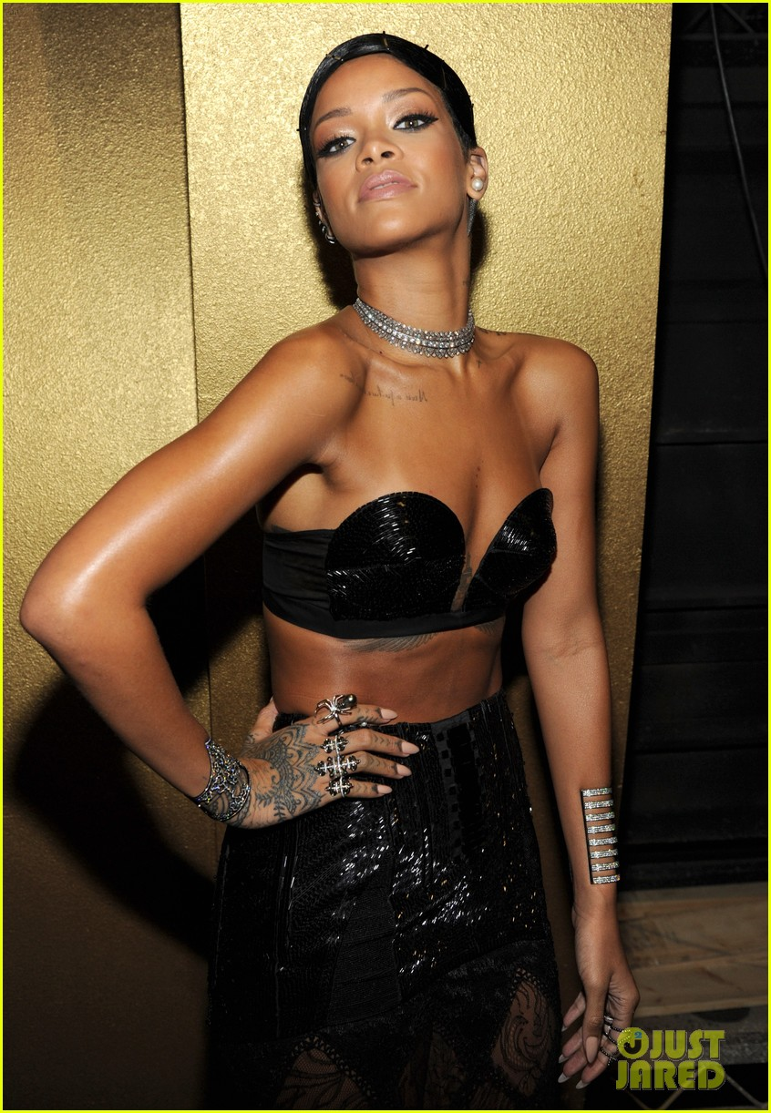 rihanna amas 2013 backstage appearance after win 052999453