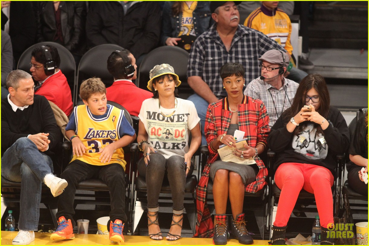 rihanna bff melissa forde hold hands at lakers game 062998436