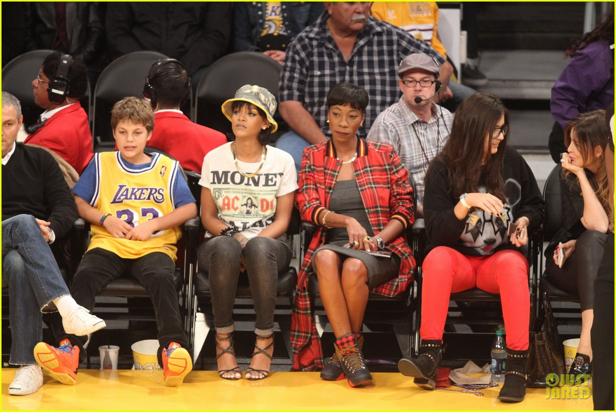 rihanna bff melissa forde hold hands at lakers game 072998437