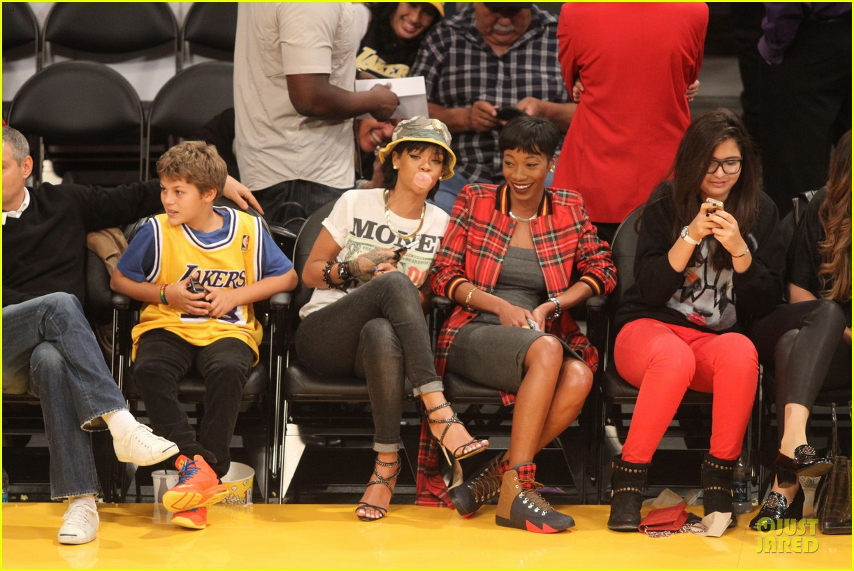 rihanna bff melissa forde hold hands at lakers game 082998438
