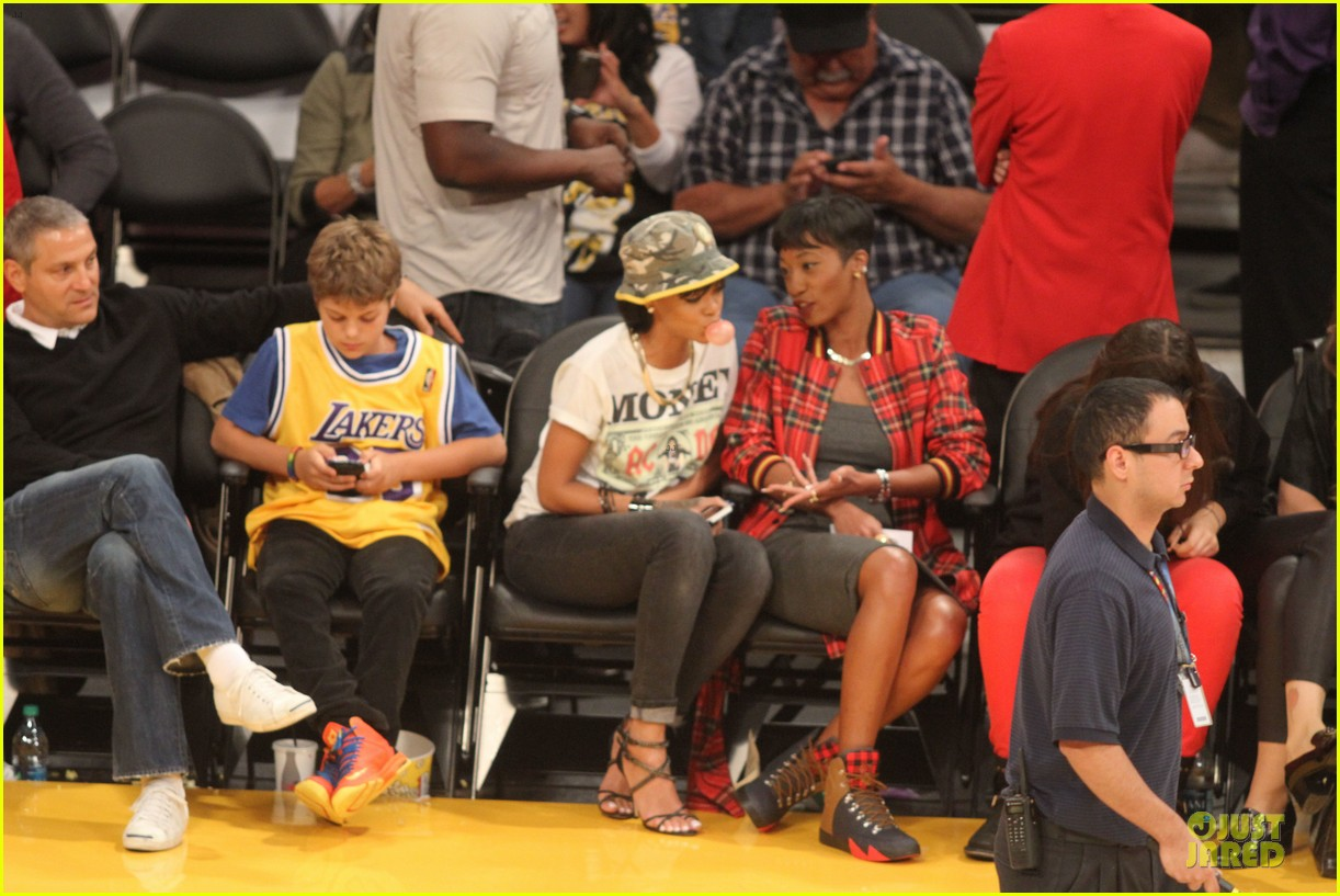rihanna bff melissa forde hold hands at lakers game 092998439