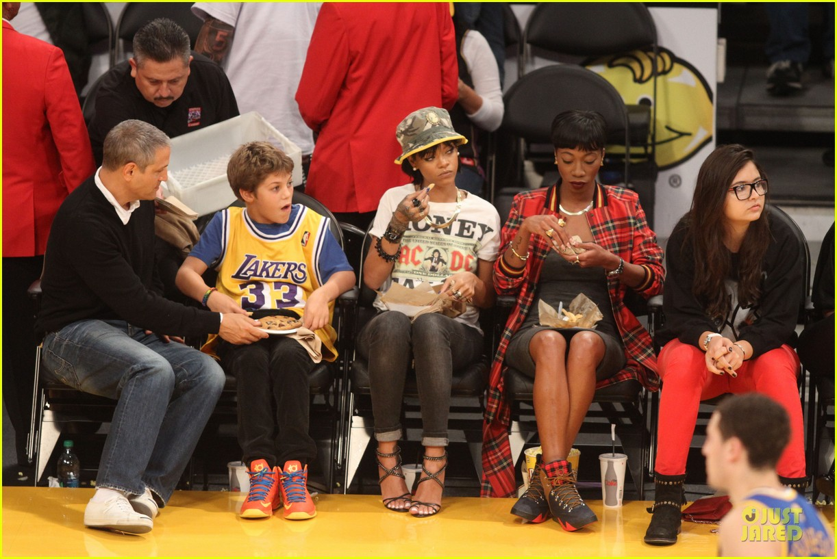rihanna bff melissa forde hold hands at lakers game 122998442