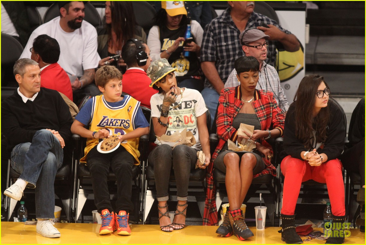 rihanna bff melissa forde hold hands at lakers game 132998443