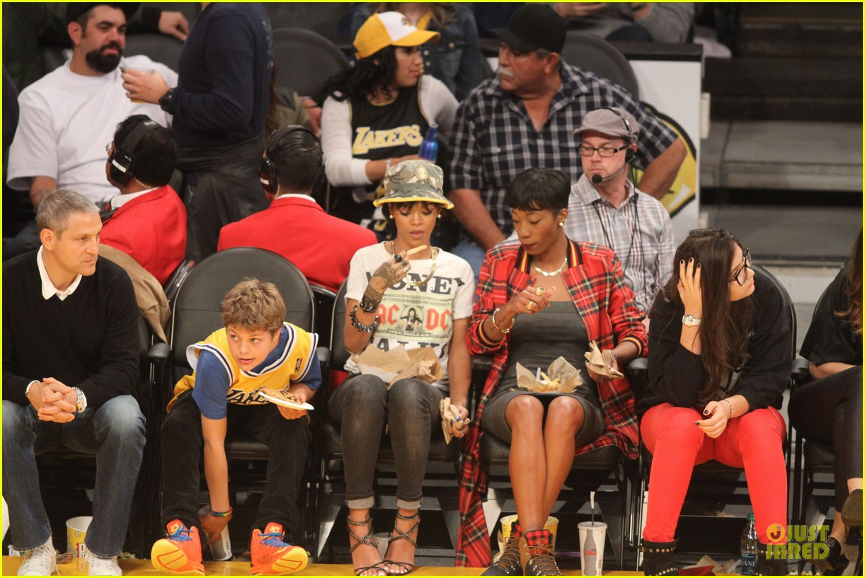 rihanna bff melissa forde hold hands at lakers game 142998444