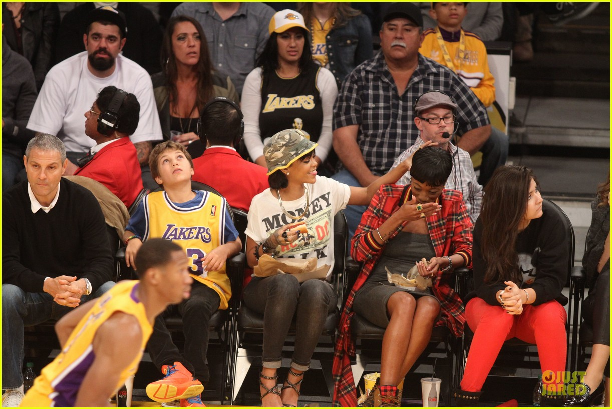 rihanna bff melissa forde hold hands at lakers game 162998446