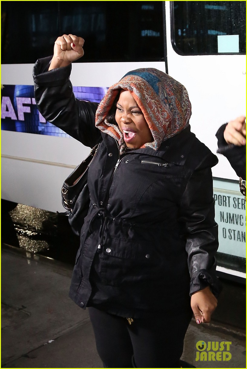amber riley celebrates dwts win on gma 013001277