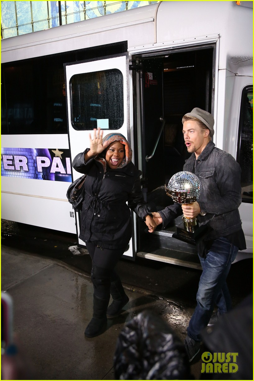 amber riley celebrates dwts win on gma 023001278