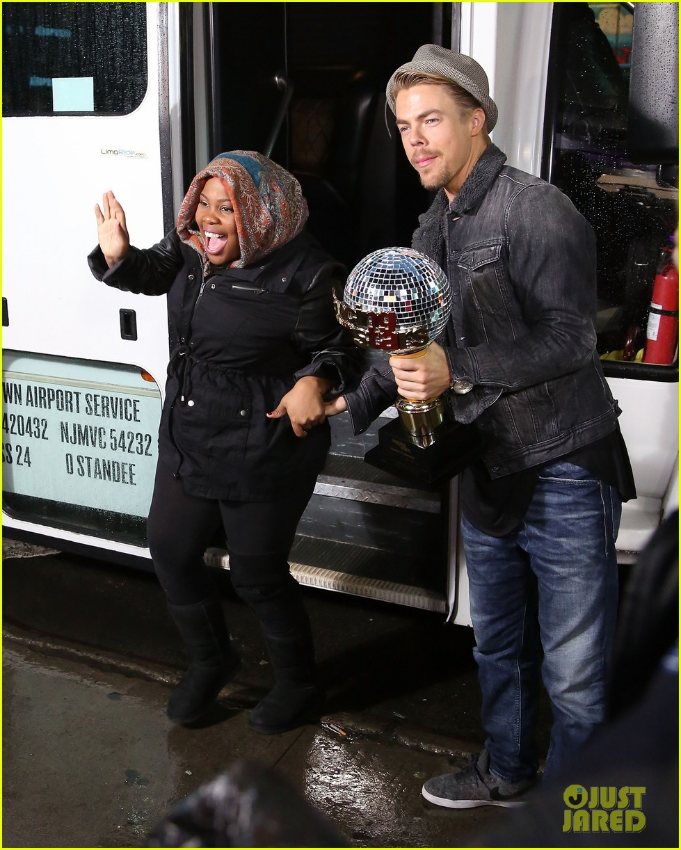 amber riley celebrates dwts win on gma 053001281