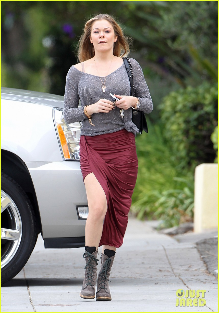 leann rimes spends day catching up on real life 012997250