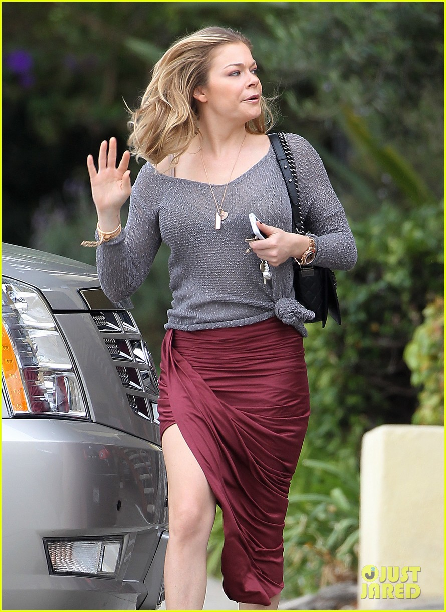 leann rimes spends day catching up on real life 07