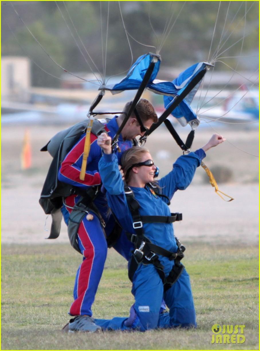 leann rimes eddie cibrian skydive elsinore couple 072990948