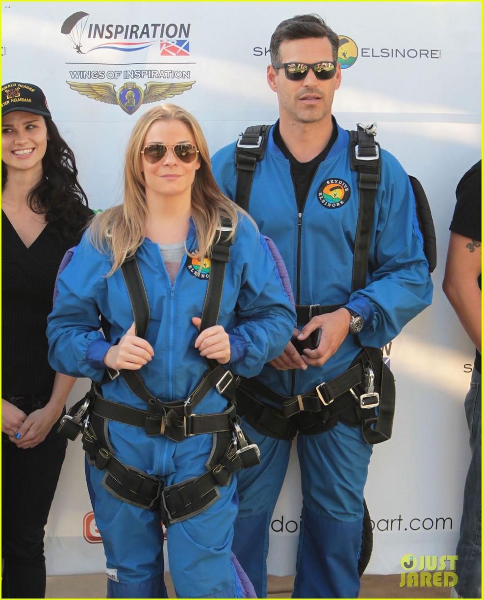 leann rimes eddie cibrian skydive elsinore couple 162990957