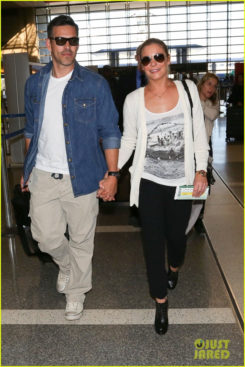 leann rimes eddie sibrian hold hands at lax 102993261