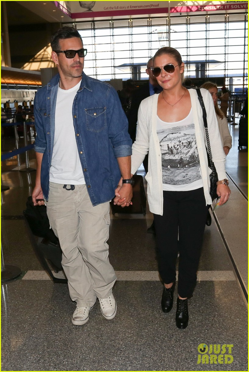 leann rimes eddie sibrian hold hands at lax 122993263