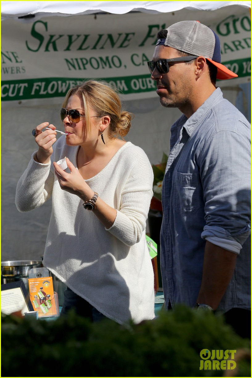 leann rimes eddie cibrian get affectionate at farmers market 022990047