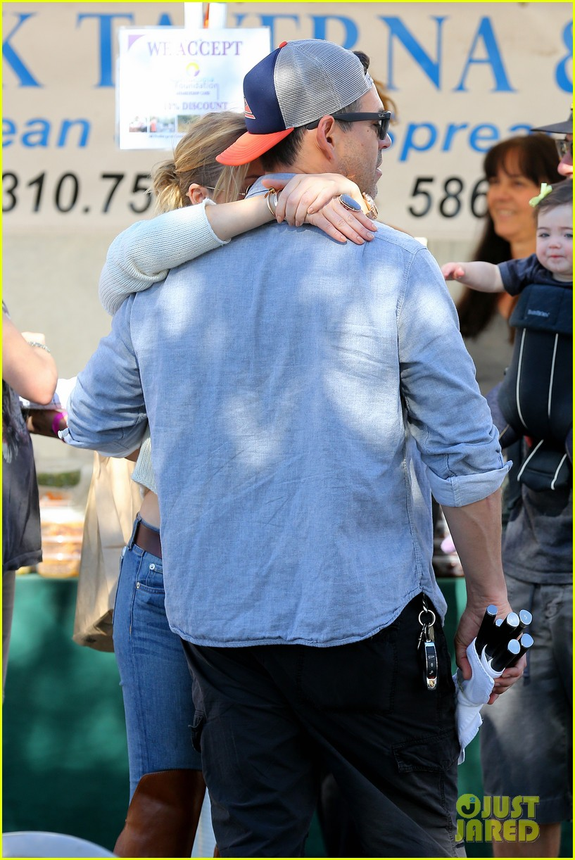 leann rimes eddie cibrian get affectionate at farmers market 03