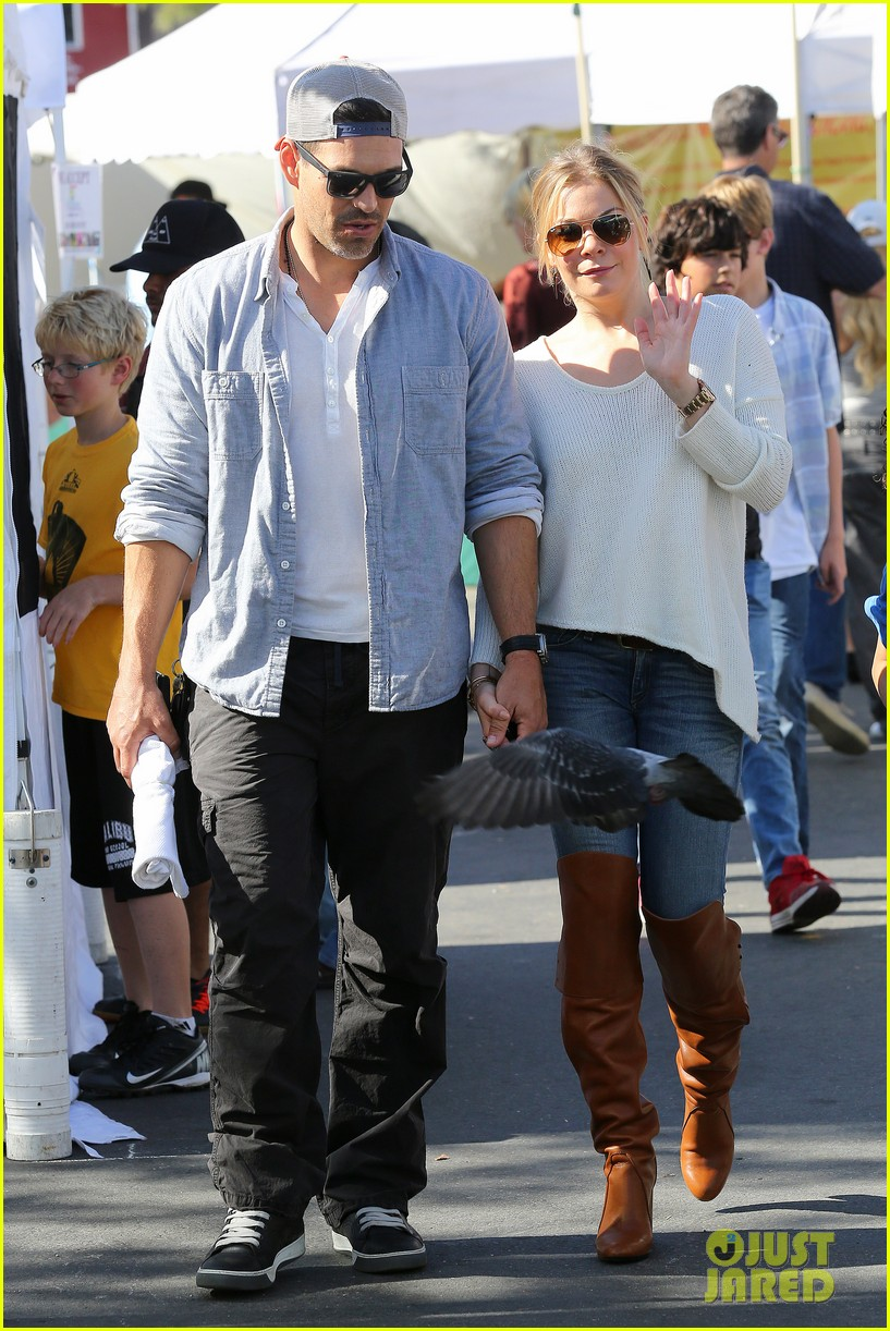 leann rimes eddie cibrian get affectionate at farmers market 092990054