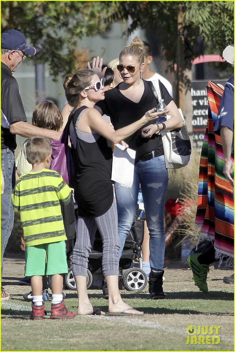 leann rimes soccer game with mason jake 012985219