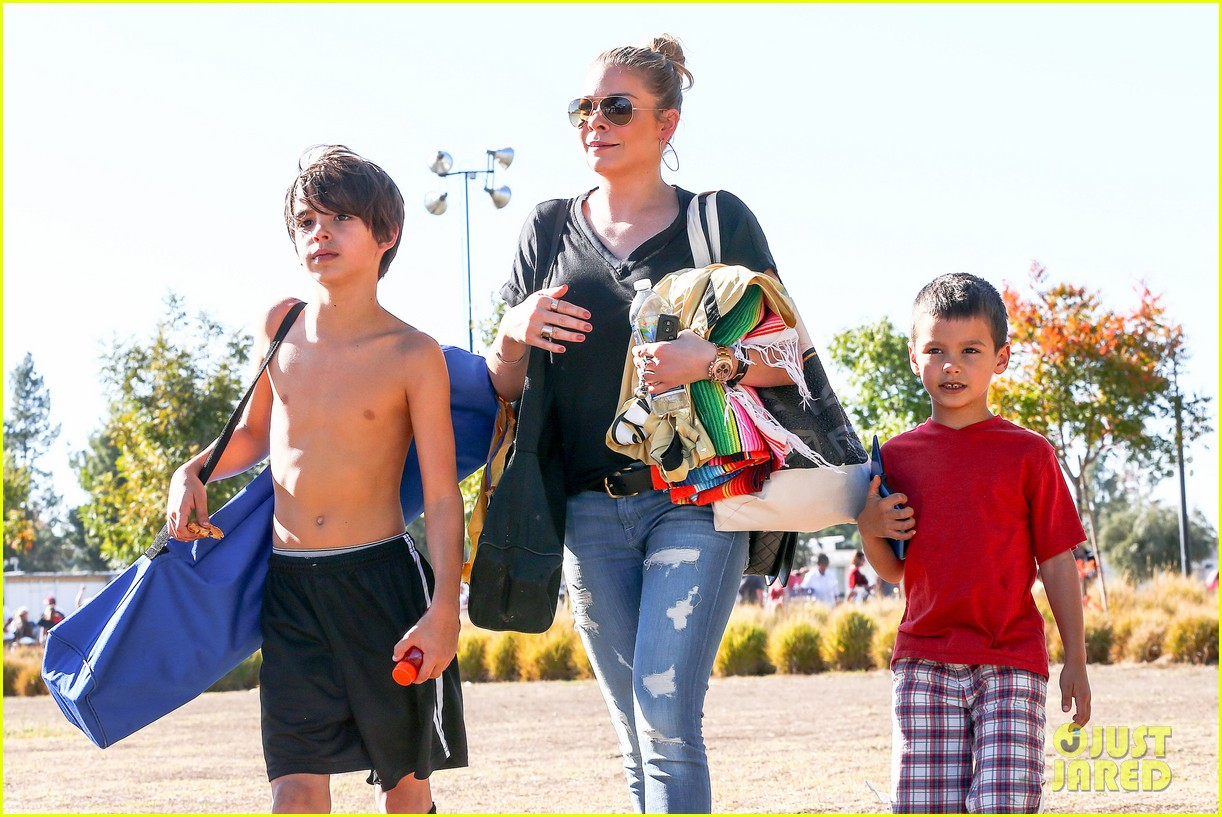 leann rimes soccer game with mason jake 042985222