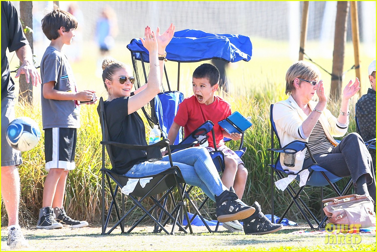 leann rimes soccer game with mason jake 152985233