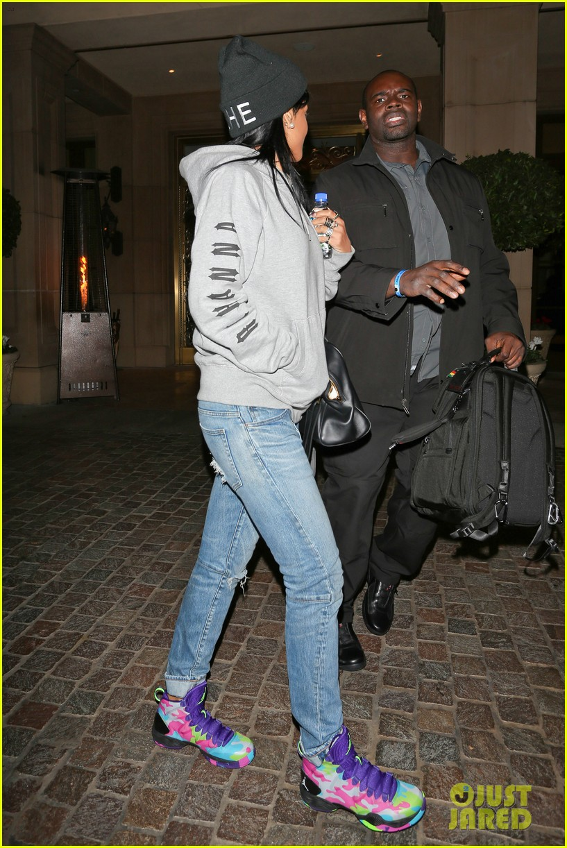 rihanna low key trip to ama rehearsals 082998984