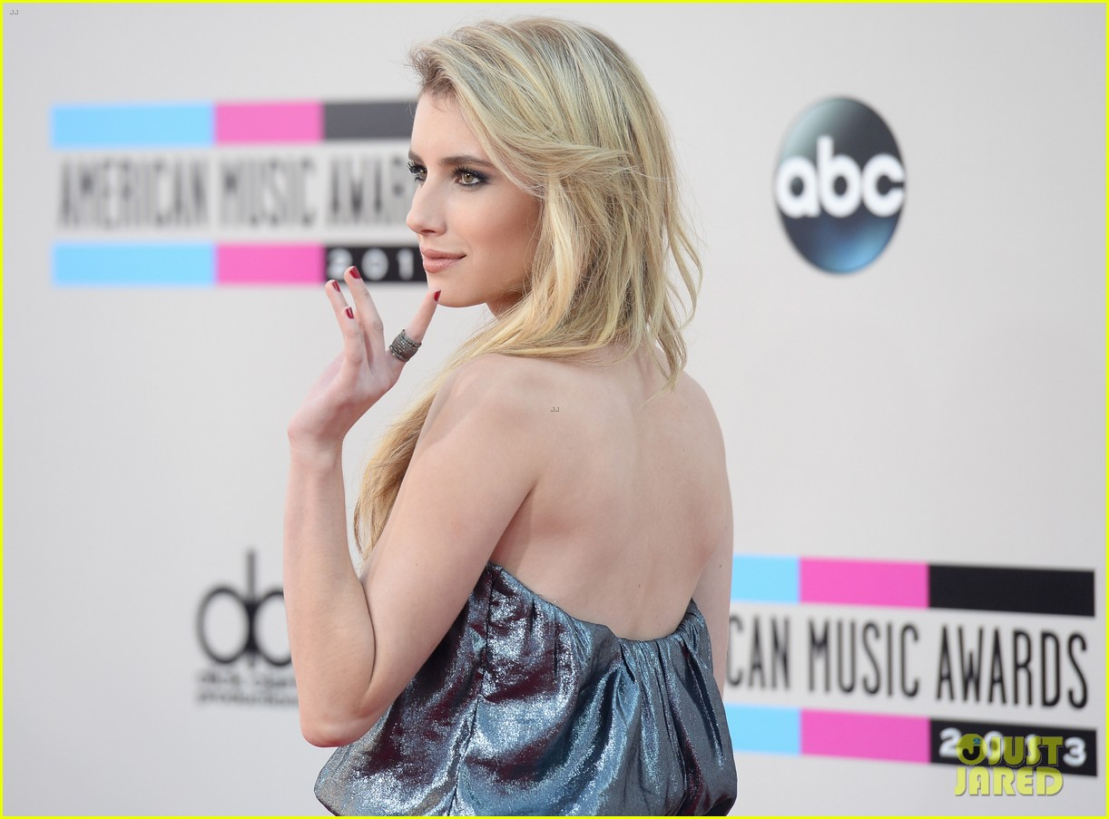 emma roberts amas 2013 red carpet 082999289