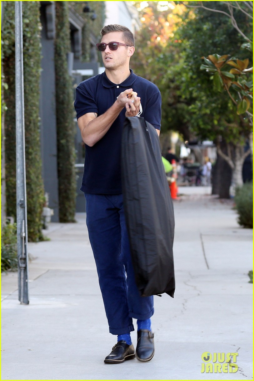 robbie rogers pics up suit before thanksgiving 113001309