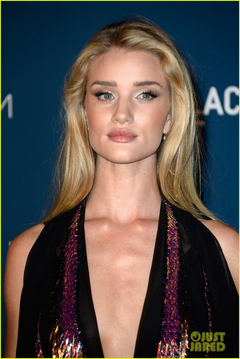rosie huntington whiteley jeremy renner lacma gala 2013 03