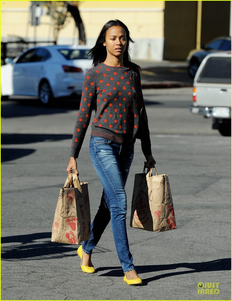 zoe saldana grabs groceries marco perego walks mugsy 12
