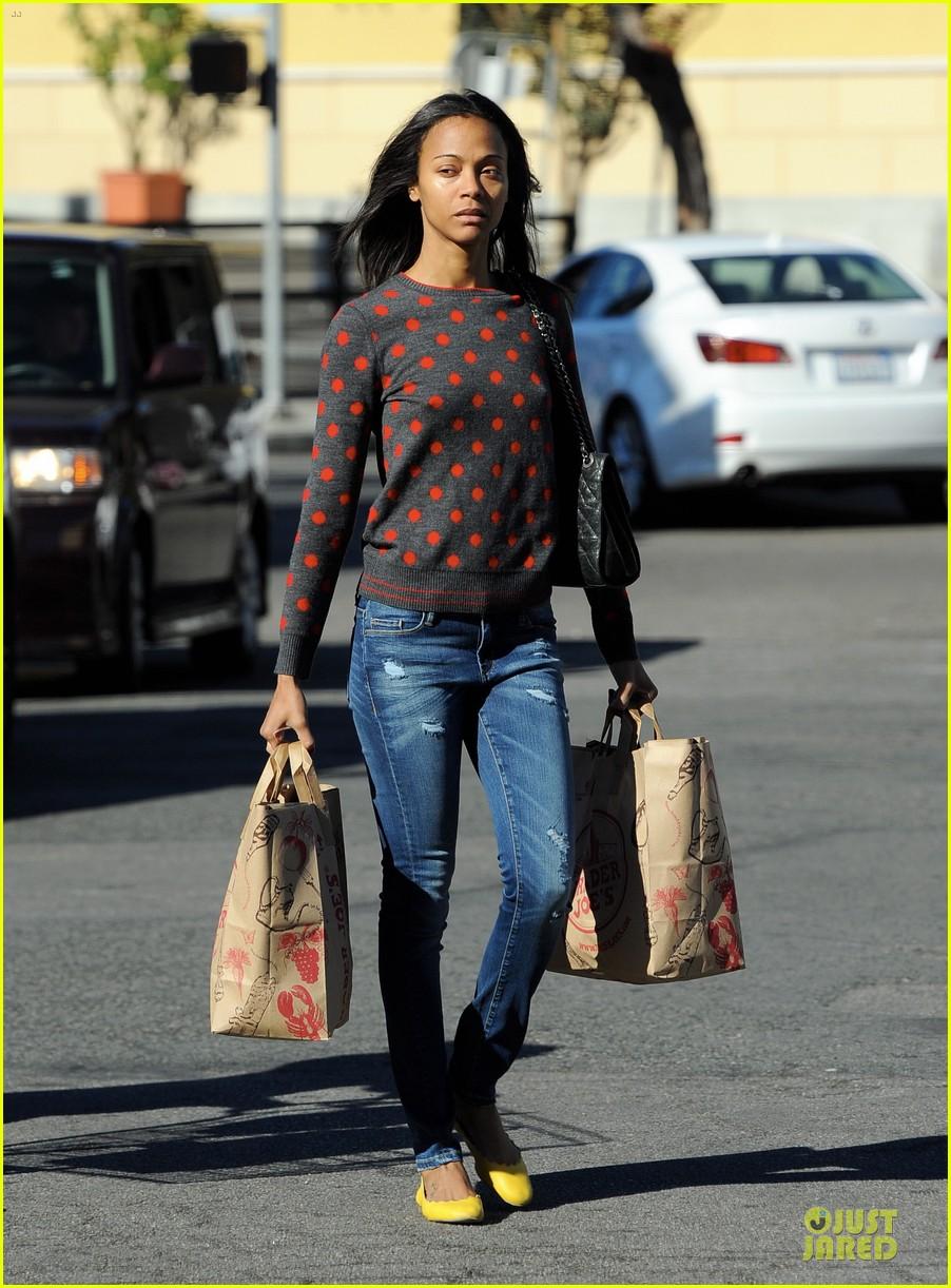 zoe saldana grabs groceries marco perego walks mugsy 132985099