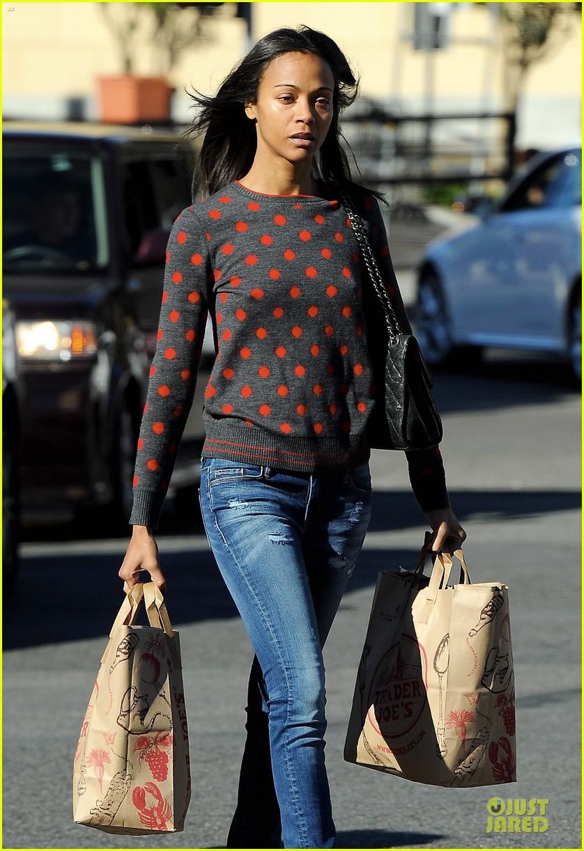 zoe saldana grabs groceries marco perego walks mugsy 172985103