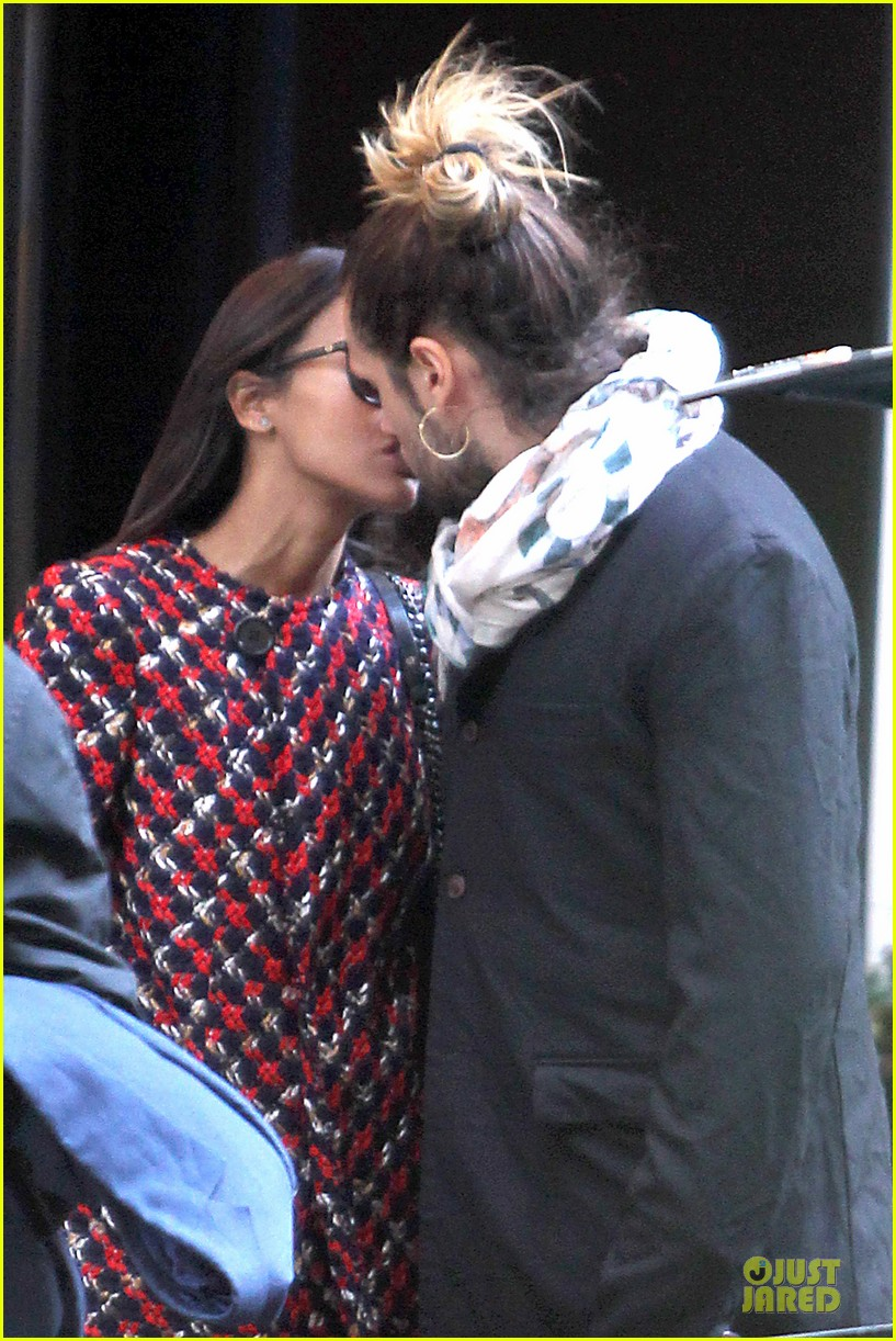zoe saldana kisses marco perego after face tattoo flash 082988703