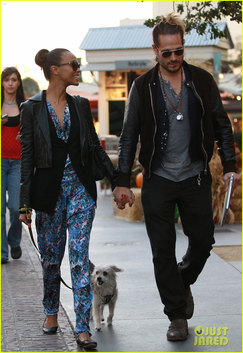 zoe saldana marco perego hold hands look so in love 192984008