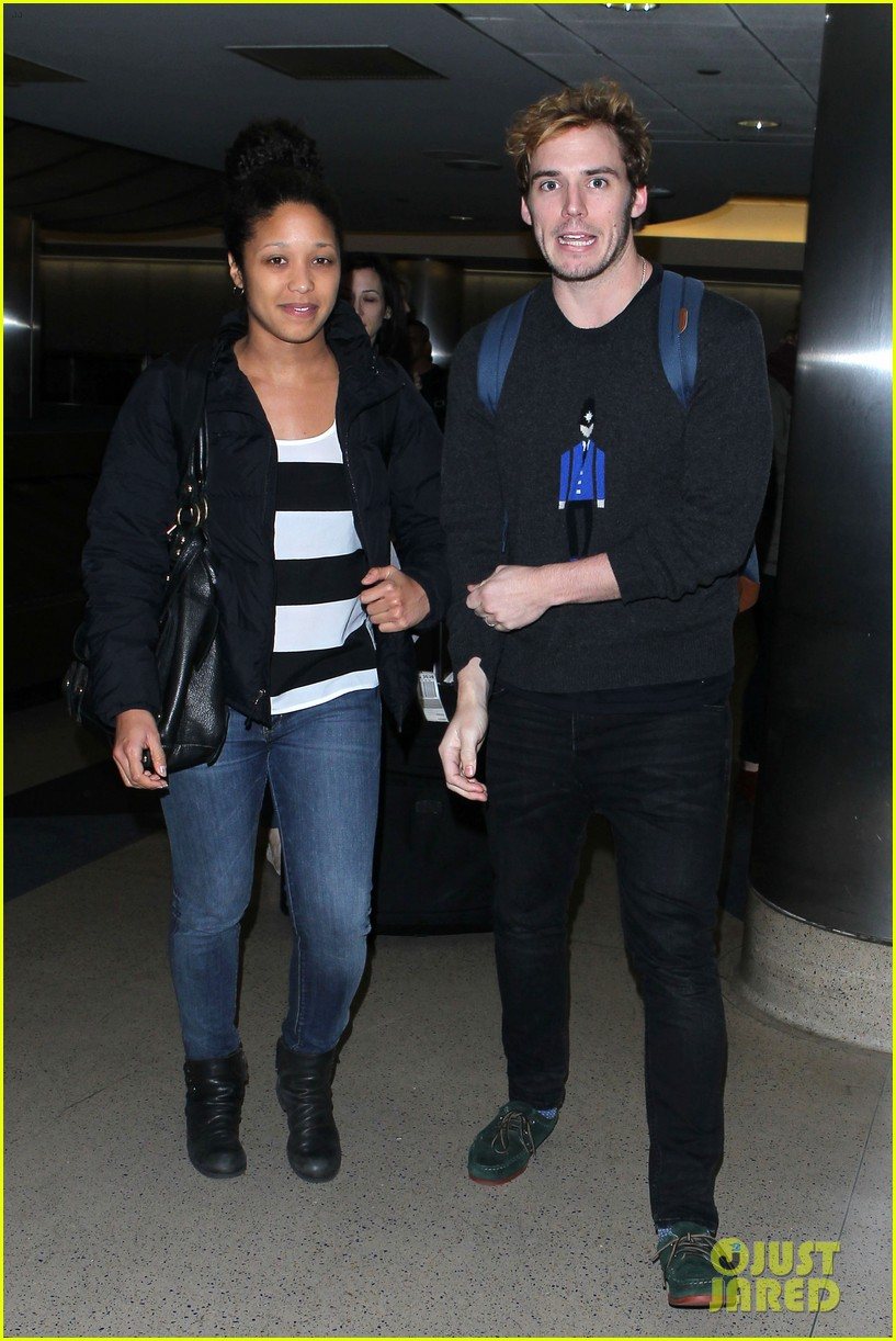 sam claflin jena malone wrap up catching fire victory tour in texas 032987870
