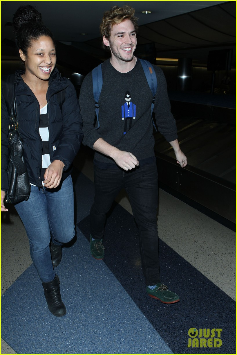 sam claflin jena malone wrap up catching fire victory tour in texas 302987897