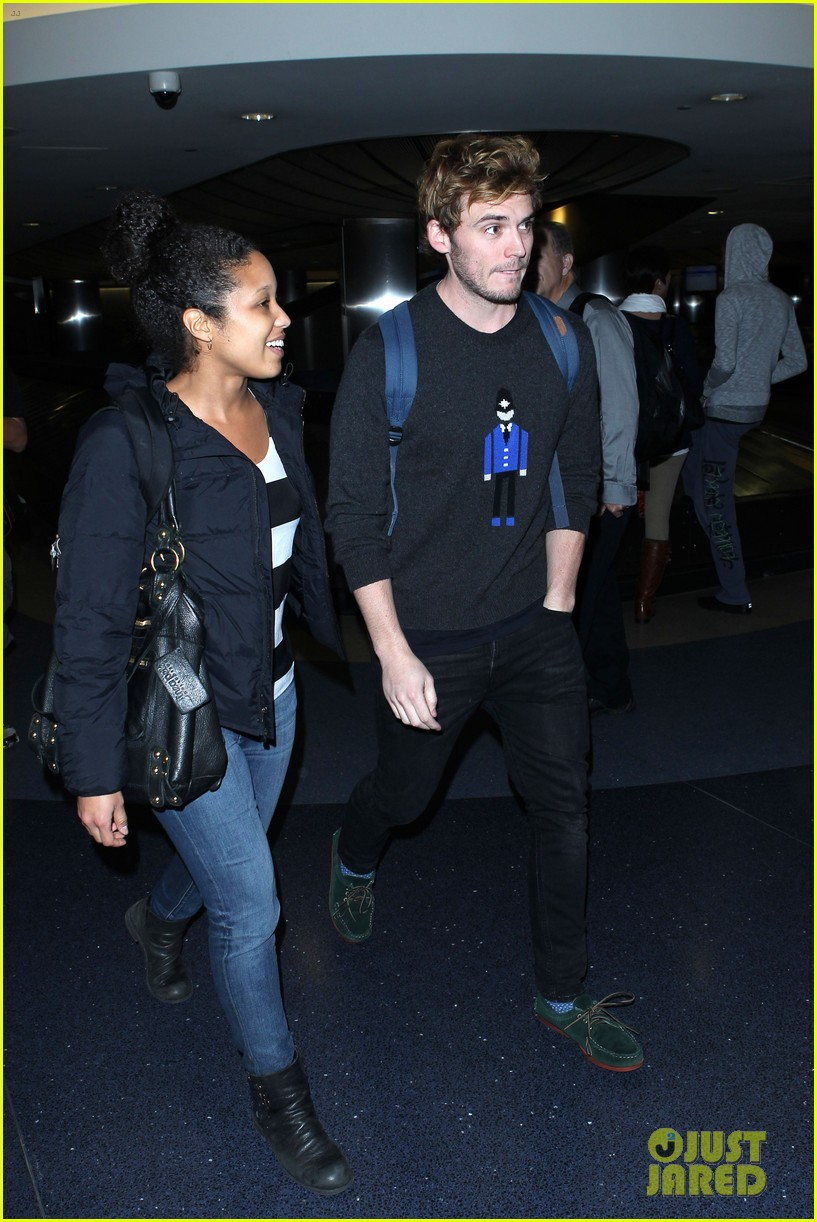 sam claflin jena malone wrap up catching fire victory tour in texas 312987898