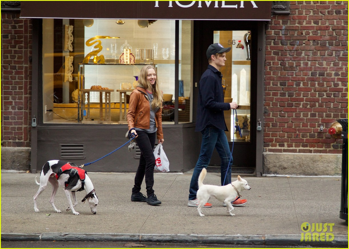 amanda seyfried halloween dog walk with male pal 012984373
