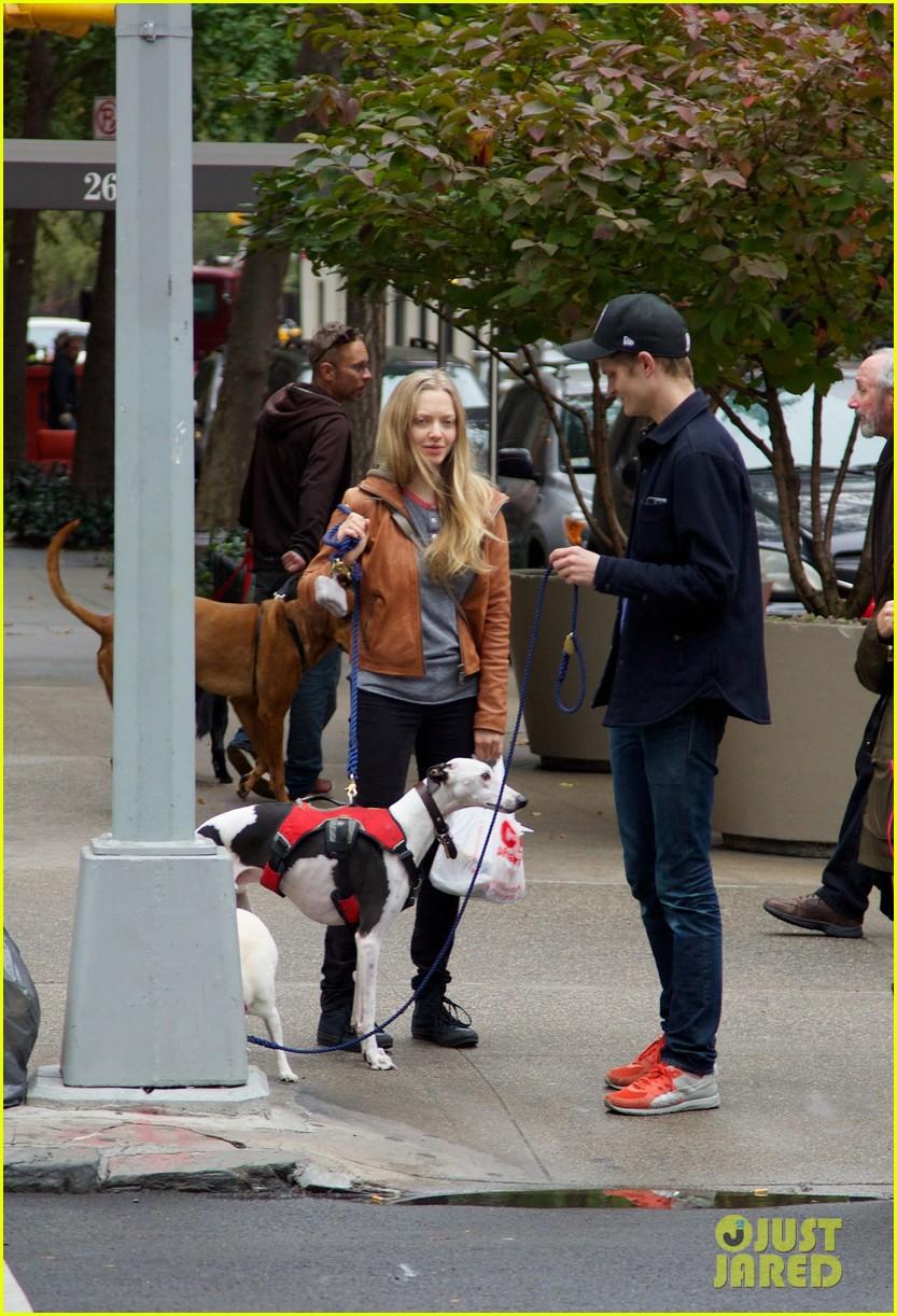 amanda seyfried halloween dog walk with male pal 022984374
