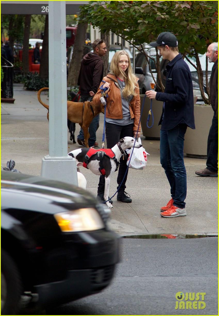 amanda seyfried halloween dog walk with male pal 042984376
