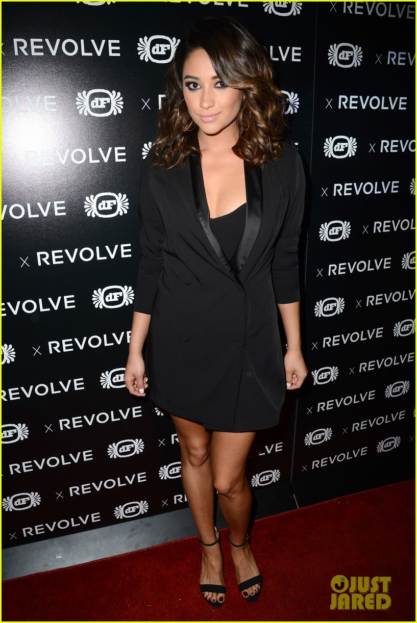 shay mitchell jessica lowndes revolve 10 anniversary party 012988996